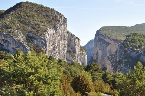 verdon gorge rock walls challenging walking in haute provence